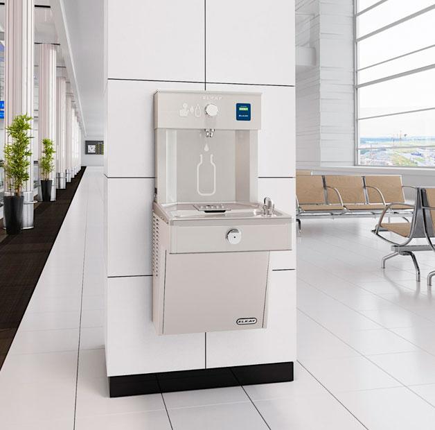 Estación para llenado de botellas de agua Elkay EZH2O para hoteles, escuelas, universidades, aeropuertos