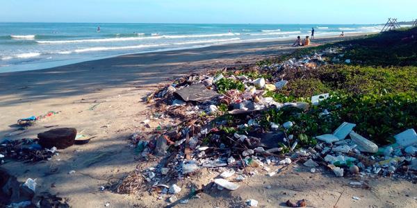 Cotaminacion por plastico en playas