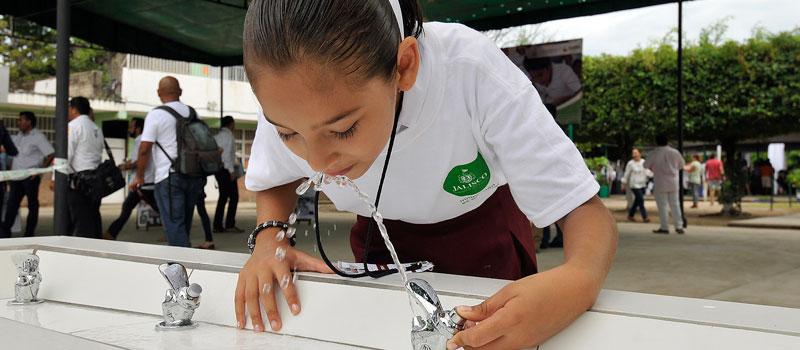 """El """"agua potable"""" que llega a escuelas, contaminada"""