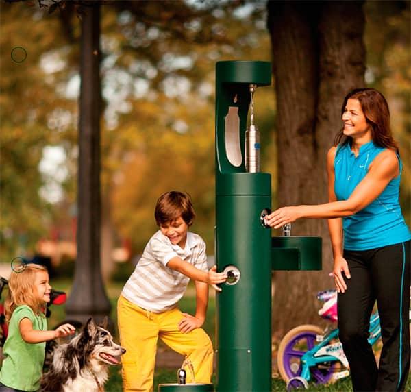 Purificadores y bebederos de agua para centros comerciales, parques